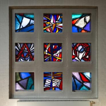 Illo von Rauch-Wittlich: Fenster in Heikendorf (Foto: KUNST@SH/Jan Petersen, 2021)