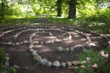 Katrin Witt: Findelstein-Labyrinth (Foto: KUNST@SH/Jan Petersen, 2021)