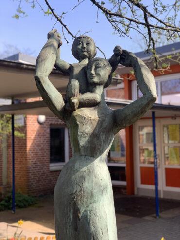Manfred Sihle-Wissel: Mutter mit Kind (Foto: KUNST@SH/Jan Petersen, 2021)