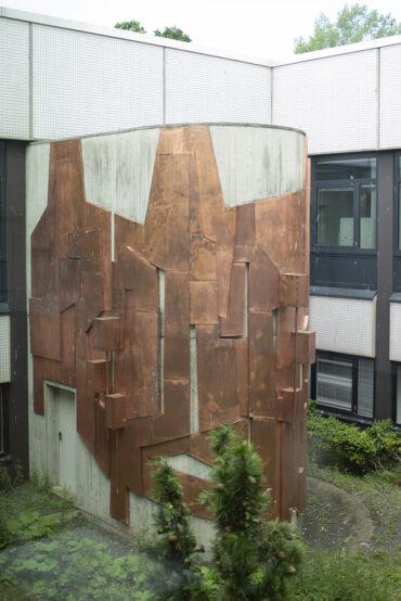 Margarete Weidling-Roehse: Treppenhausverkleidung im Biologiezentrum (Foto: KUNST@SH/Jan Petersen, 2021)