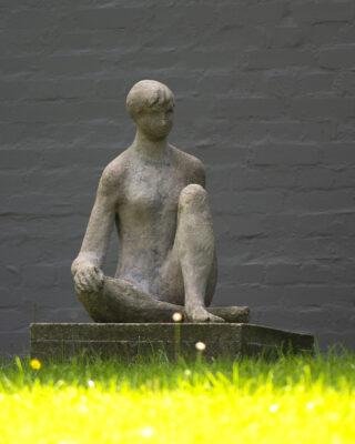 Margarete Weidling-Roehse: Sitzende (Foto: KUNST@SH/Jan Petersen, 2021)