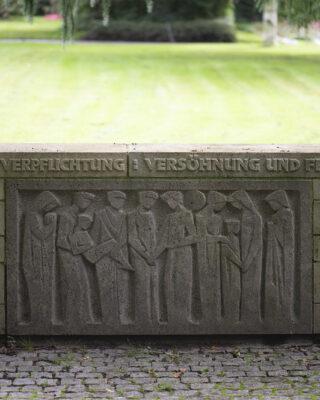 Herbert Glink: Gedenkwand Versöhnung und Frieden (Foto: KUNST@SH/Jan Petersen, 2021)