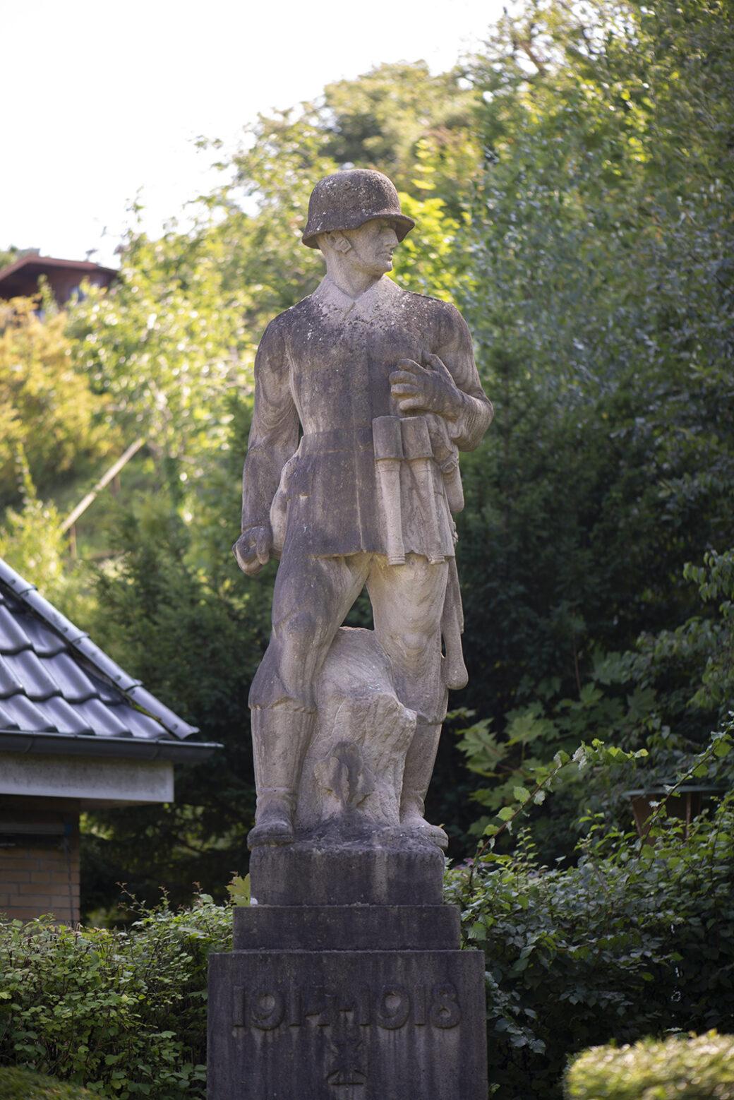 Bernhard Butzke: Kriegerdenkmal Soldat (Foto: KUNST@SH/Jan Petersen, 2021)