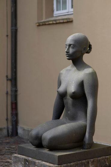 Klaus Kütemeier: Kniende weibliche Figur, (Foto: KUNST@SH/Jan Petersen, 2018)