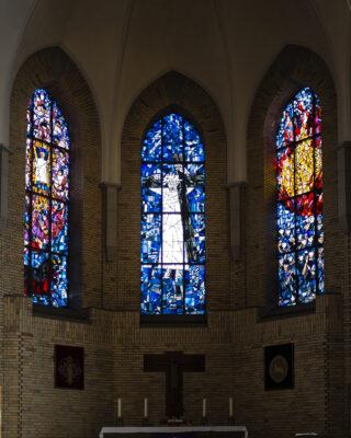 Harry MacLean: Drei Chorfenster (Foto: KUNST@SH/Jan Petersen, 2021)