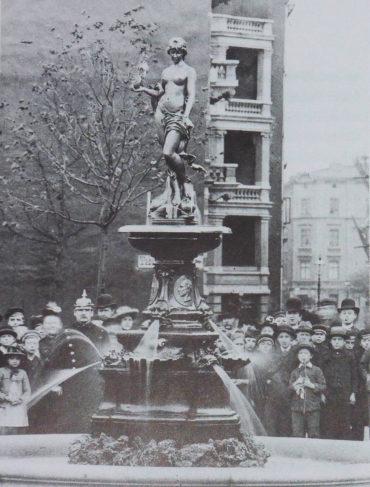 Der Behnbrunnen in Altona um 1900