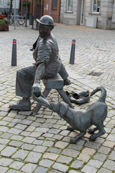 Bernd Maro: Schuster mit Hund, (Foto: KUNST@SH/Jan Petersen)