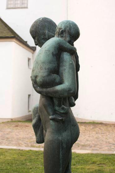 Adolf Brütt: Eva und ihre Kinder, (Foto: KUNST@SH/Jan Petersen)