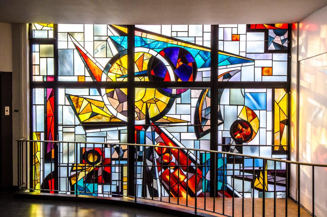 Ernst Günter Hansing: Bleiglasfenster an der HNO Kiel, (Foto: KUNST@SH/Jan Petersen)