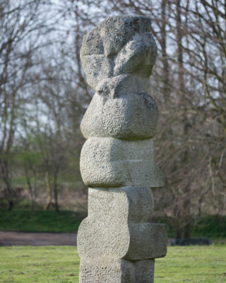Hans Kock: Große Granitstele, (Foto: KUNST@SH/Jan Petersen)