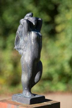 Hans Martin Ruwoldt: Stehende mit erhobenen Armen, (Foto: KUNST@SH/Jan Petersen)