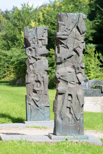 Heinrich Schwarz: Zwei Bronzestelen, (Foto: KUNST@SH/Jan Petersen)