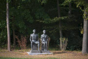 Klaus Kütemeier: Sitzendes Paar, (Foto: KUNST@SH/Jan Petersen, 2016)