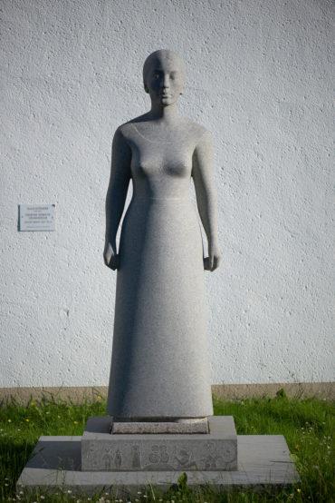 Klaus Kütemeier: Stehende weibliche Gewandfigur, (Foto: KUNST@SH/Jan Petersen, 2016)