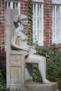 Klaus Kütemeier: Sitzende weibliche Figur
