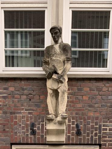Richard Emil Kuöhl: Bauschmuck am Altstädter Hof (Foto: KUNST@SH/Jan Petersen, 2021)