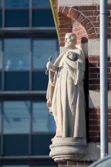 Petrusfigur am Schifffahrtsmuseum Kiel, (Foto: KUNST@SH/Jan Petersen)