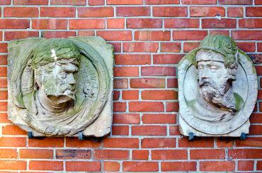 Relief am ehem. Franziskanerkloster Kiel, (Foto: KUNST@SH/Jan Petersen)