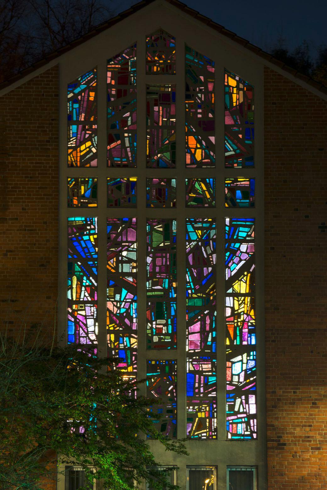 Dagmar Schulze-Ross: Altarfenster der Bugenhagenkirche Kiel, (Foto: KUNST@SH/Jan Petersen)