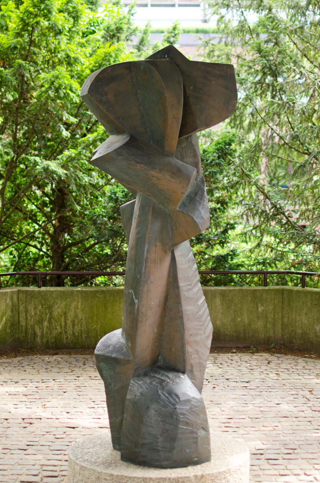 Manfred Sihle-Wissel: Stele vor dem Rathaus Itzehoe, (Foto: KUNST@SH/Jan Petersen)