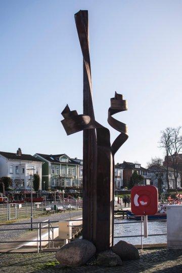 Verformte Spundbohle in Neustadt, (Foto: KUNST@SH/Jan Petersen)